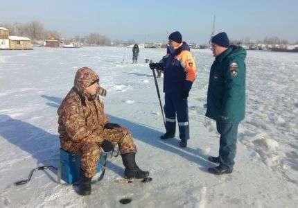 Волгоградцев просят быть осторожными на льду