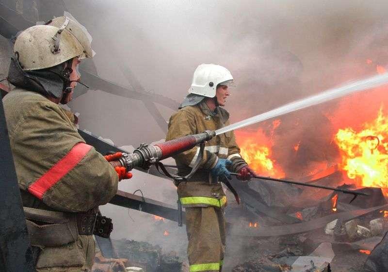 Два взрослых и ребенок едва не погибли в пожаре под Волгоградом