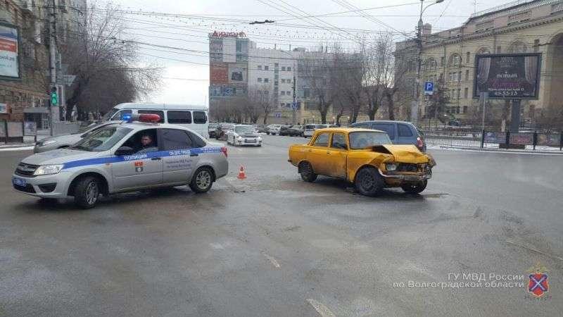 Волгогоградский лихач на «Киа» разбил «Москвич»