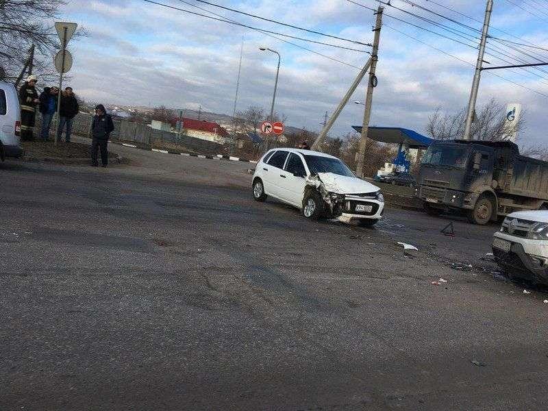 В Волгограде «Лада» и «Рено» не поделили дорогу