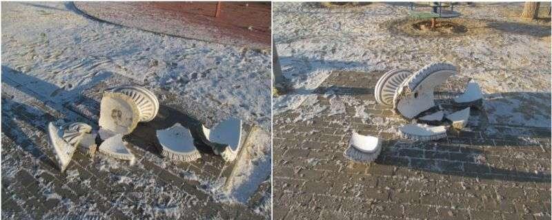Пьяные жительницы Серафимовича со злости разбили вазоны в новом парке