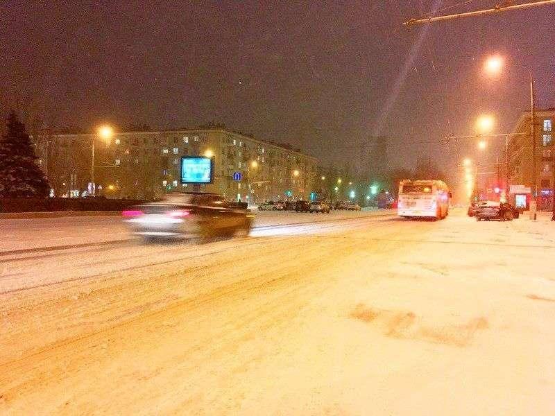 В Волгограде техника не справляется с выпавшим снегом