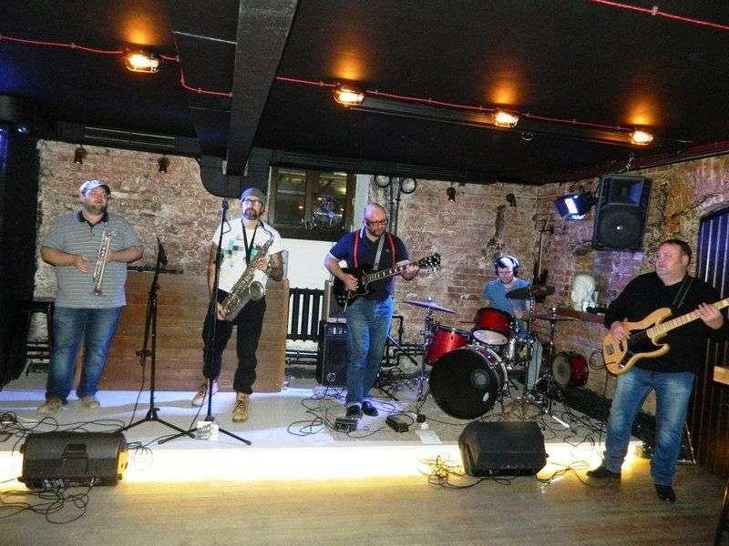 Волгоградская рок-группа записала клип на современную аранжировку песни 1939 года