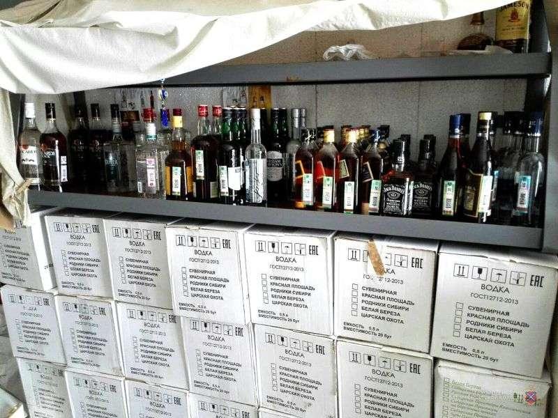 В гараже камышанина нашли поддельный алкоголь