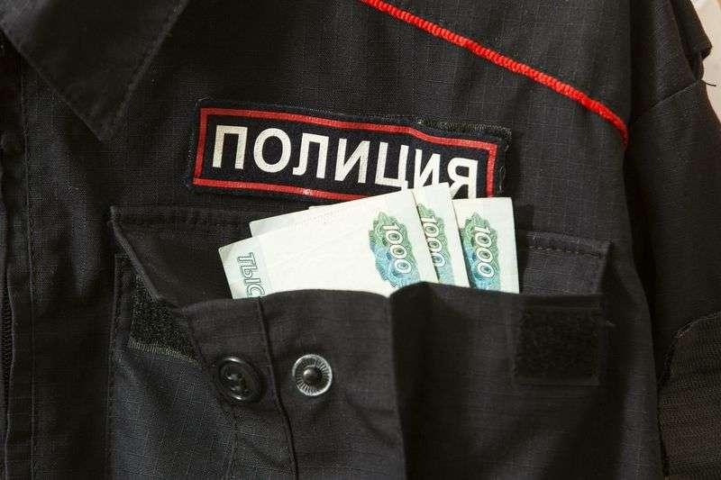 В Волгограде двух оперативников задержали при получении взятки и уволили из органов
