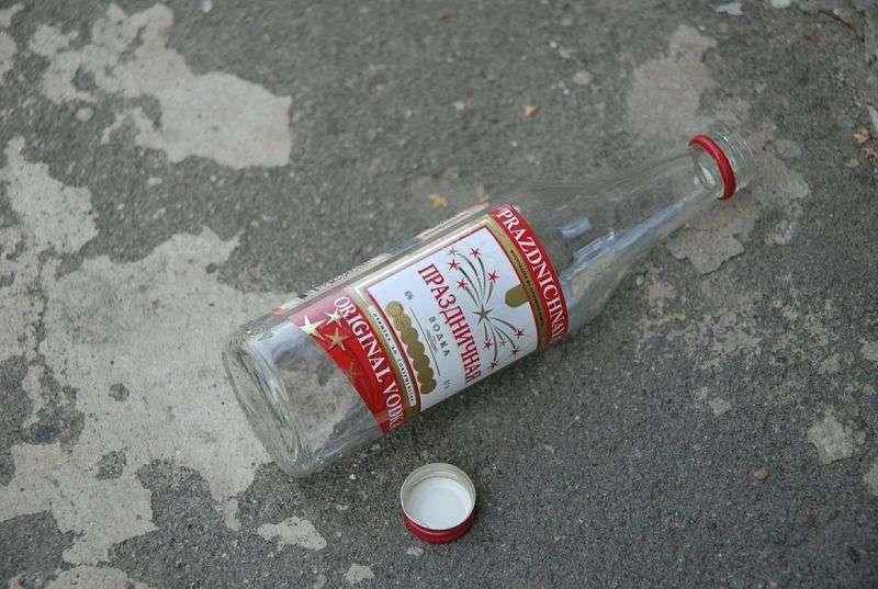 Волгоградец торговал сомнительным алкоголем в придорожном магазине