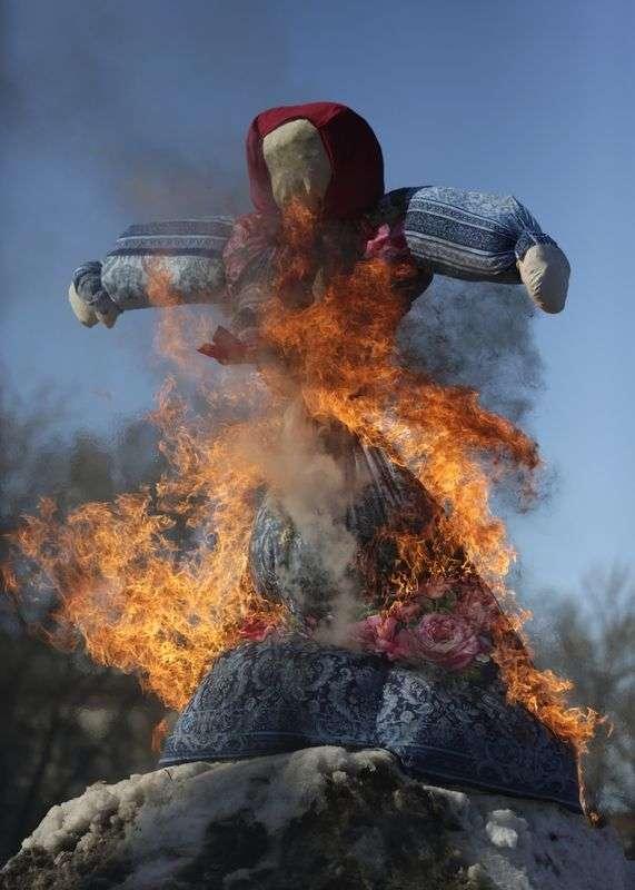 МЧС напоминает о правилах безопасности при сжигании Масленицы