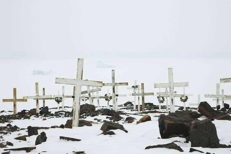 В Урюпинске полиция задержала кладбищенских вандалов