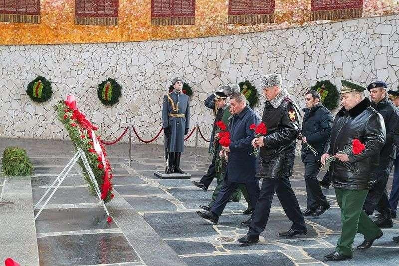 Глава Росгвардии посетил Мамаев курган