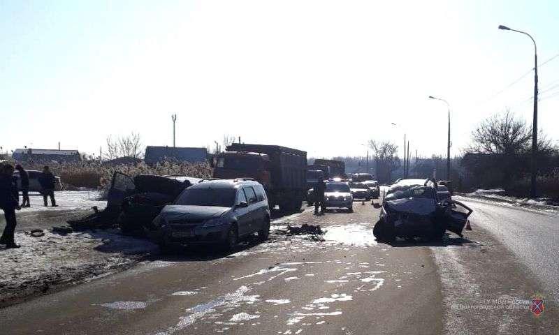 В Кировском районе в массовом ДТП пострадал водитель «Лады»