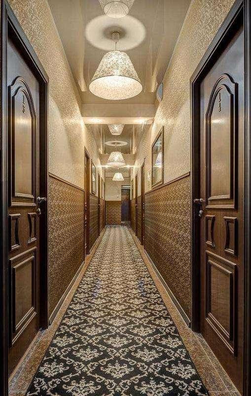 С волгоградского отеля упали «звезды»