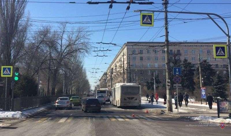 В центре Волгограда пассажирский автобус сбил женщину