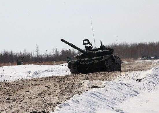 На полигоне Прудбой инженеры ЮВО готовят трассу для проведения танкового биатлона