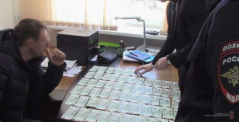 Инспектора ФСИН поймали на взятке от коммерсанта