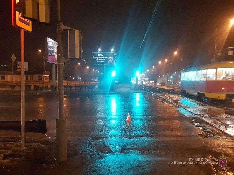 В Волгограде водитель на Land Cruiser бросил на дороге сбитого им парня