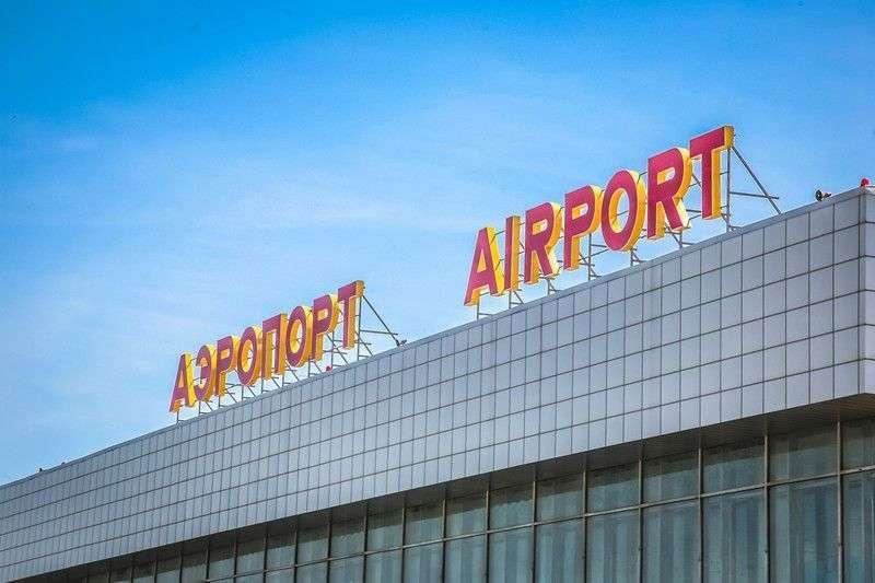 В аэропорту Волгограда вертолет Ми-8 лопастями снес осветительную мачту