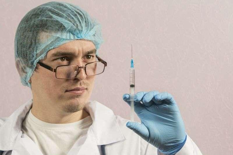 Волгоградцам ответят на вопросы об иммунизации по телефону