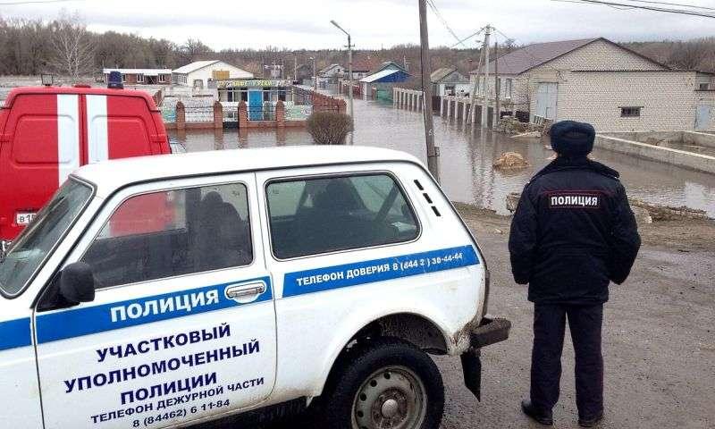 Полиция поможет деньгами своим сотрудникам, пострадавшим от паводка