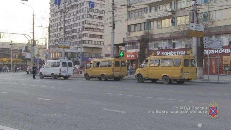 В Волгограде пассажиров перевозят опасные маршрутки