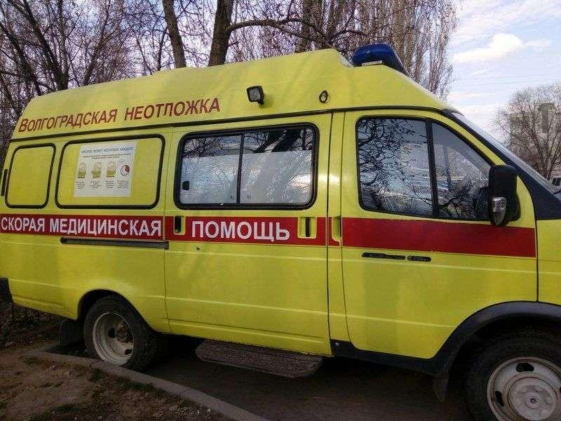 В центре Волгограда под колеса иномарки попали два скутериста