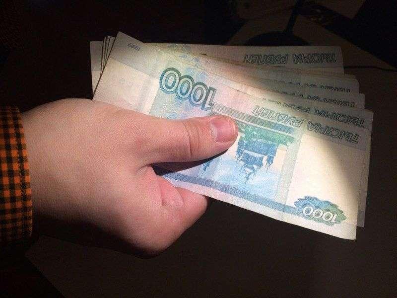 Волгоградцу за взятку приставу в 13 тысяч грозит до 8 лет колонии и штраф в 390 тысяч рублей