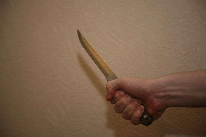 В Волгограде 18-летний разбойник изрезал ножом двух девушек на улице