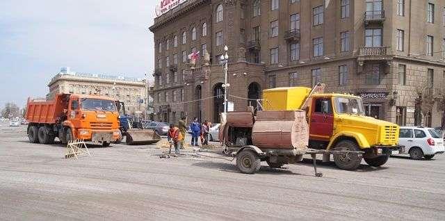 В Волгограде на улице Мира сняли старый асфальт
