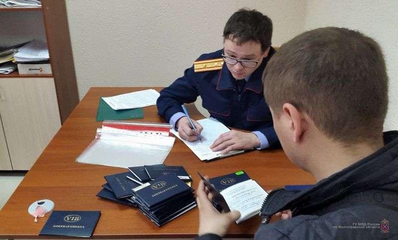 В Волгоградский институт бизнеса нагрянули силовики. ВИДЕО