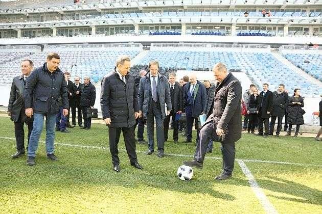 Виталий Мутко сыграл в футбол с Андреем Бочаровым