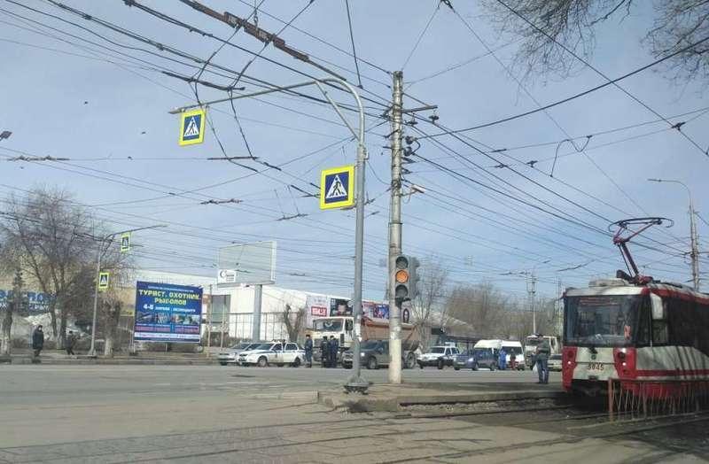 В Волгограде грузовик переехал женщину