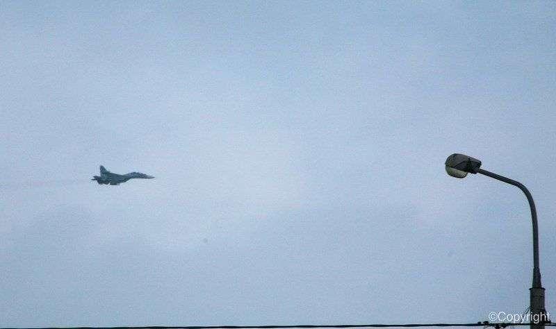 Волгоградцев испугал пролет военного самолета над городом