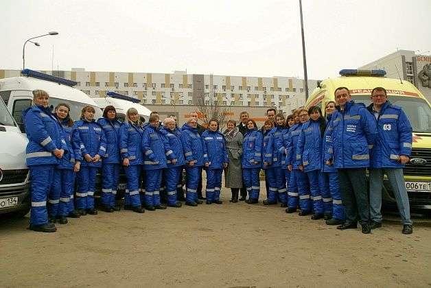 Волгоградских врачей скорой помощи переодели