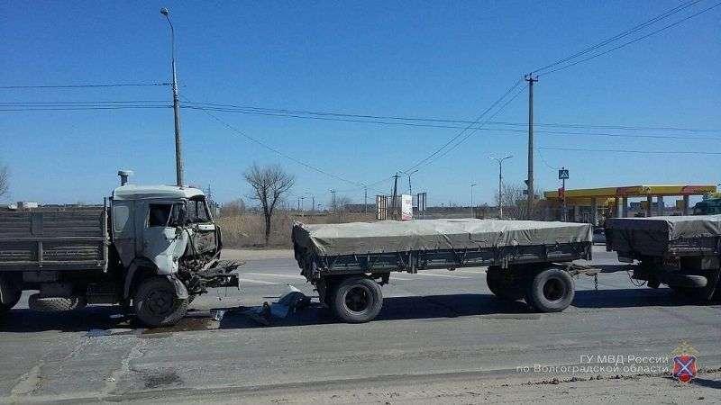 В Кировском районе столкнулись два КАМАЗа