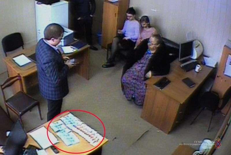 Волгоградский экстрасенс пыталась откупиться от полиции за недобросовестное снятие порчи