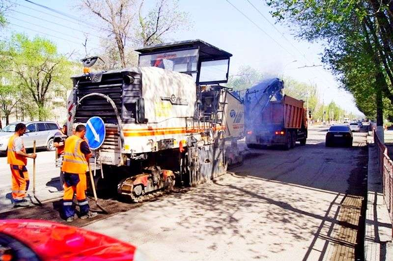 В Волгограде начали ремонт дороги на Проспекте Металлургов