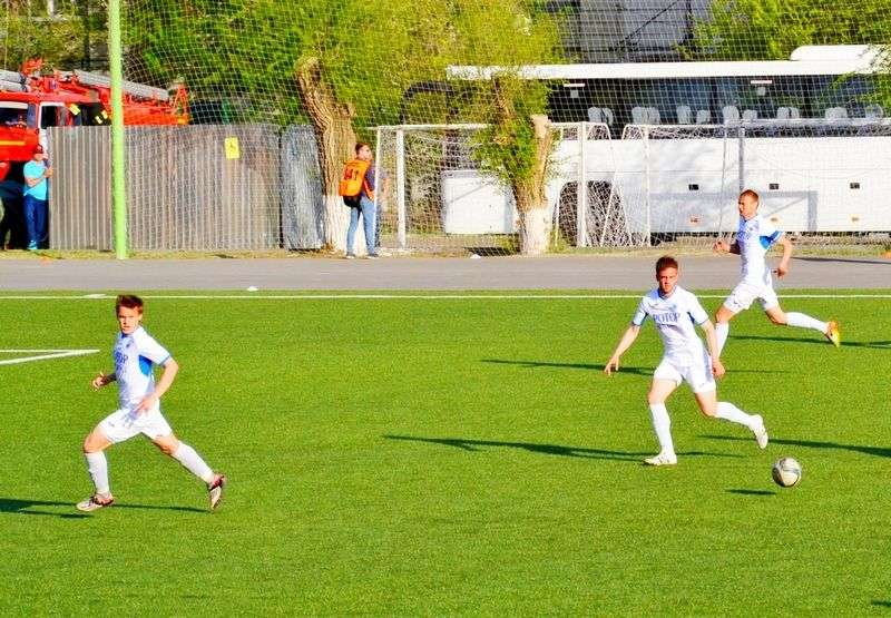 «Ротор-Волгоград-2» - Арарат» (Москва) - 2:3 (0:1).