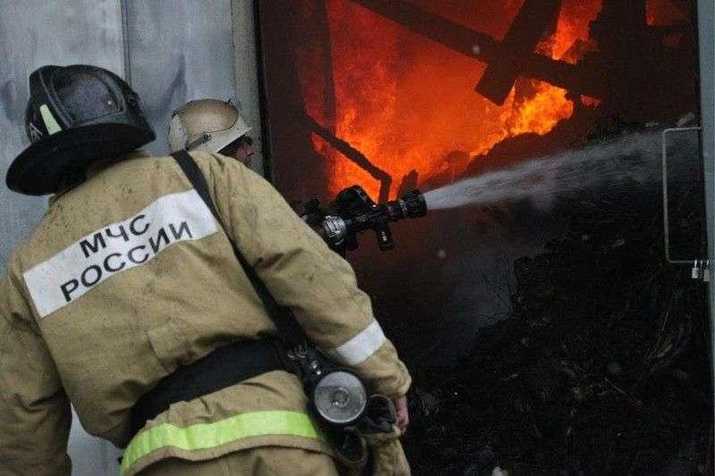 В Волгограде ночью сгорел жилой дом