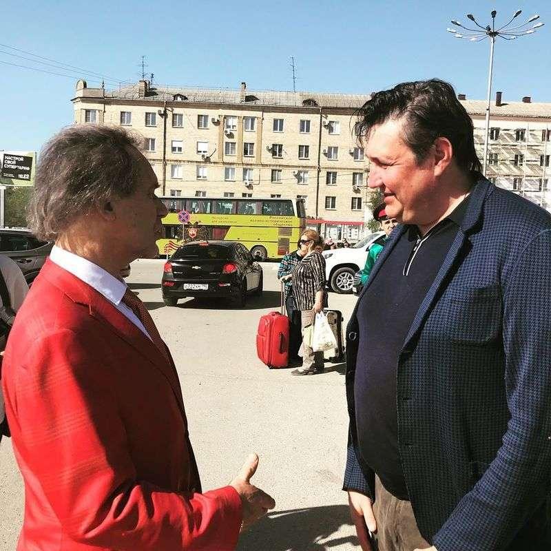 В Волгоград прибыл всемирно известный художник Александр Шилов