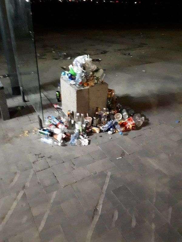 Центр Волгограда утонул в мусоре после праздников