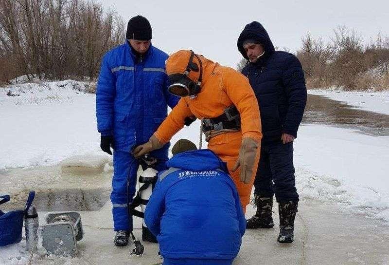 Водолазы нашли утонувшего в феврале школьника из Суровикино