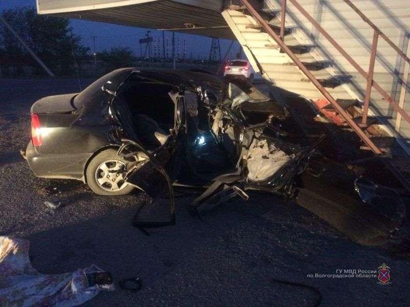 В Волжском водитель легковушки врезался в пост ДПС