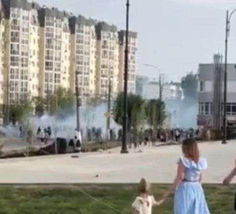 В Волгограде футбольный фанат с фаером напугал горожан