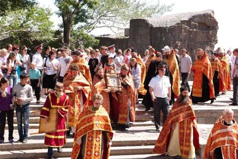 Верующих волгоградцев приглашают 9 мая на крестный ход