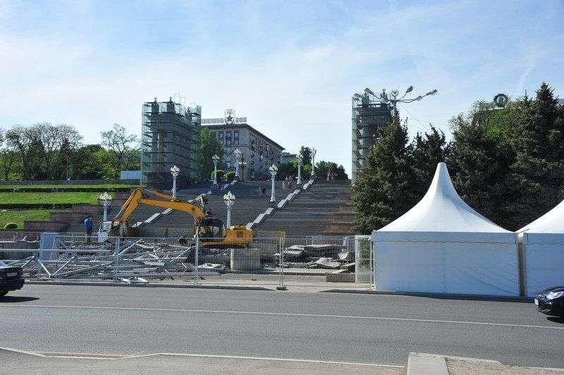 На Центральной набережной Волгограда разрушили сцену