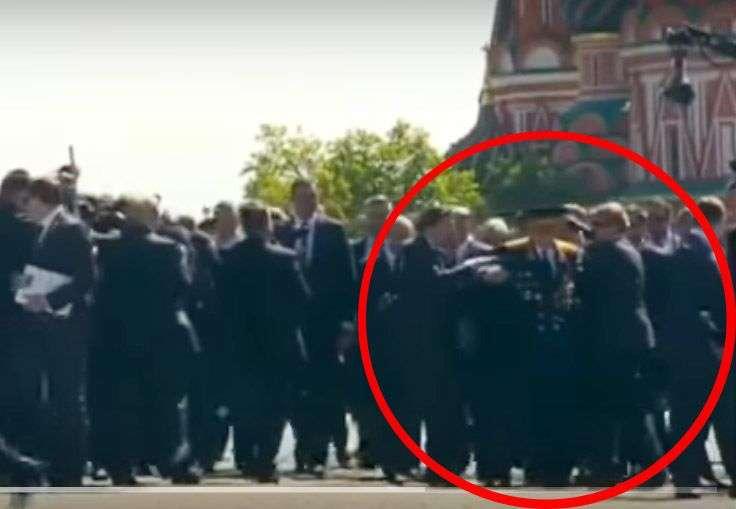 Не прошел мимо: На Параде Победы Путин вступился за ветерана