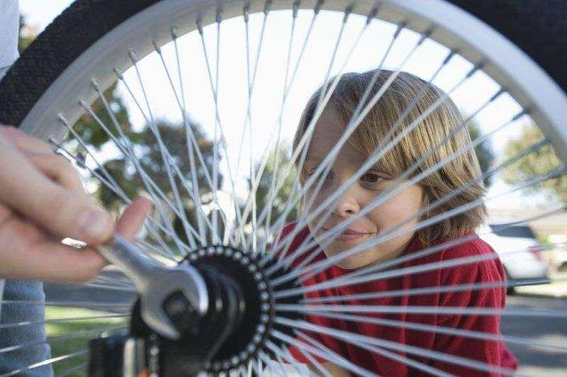 Родителям Волгограда рассказали правила покупки детского велосипеда