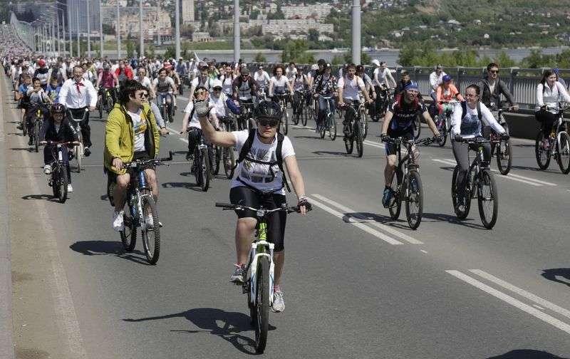 Волжане на велосипедах не помешают автомобилистам