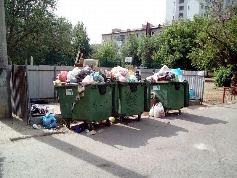 Центр Волгограда после выходных оказался завален мусором