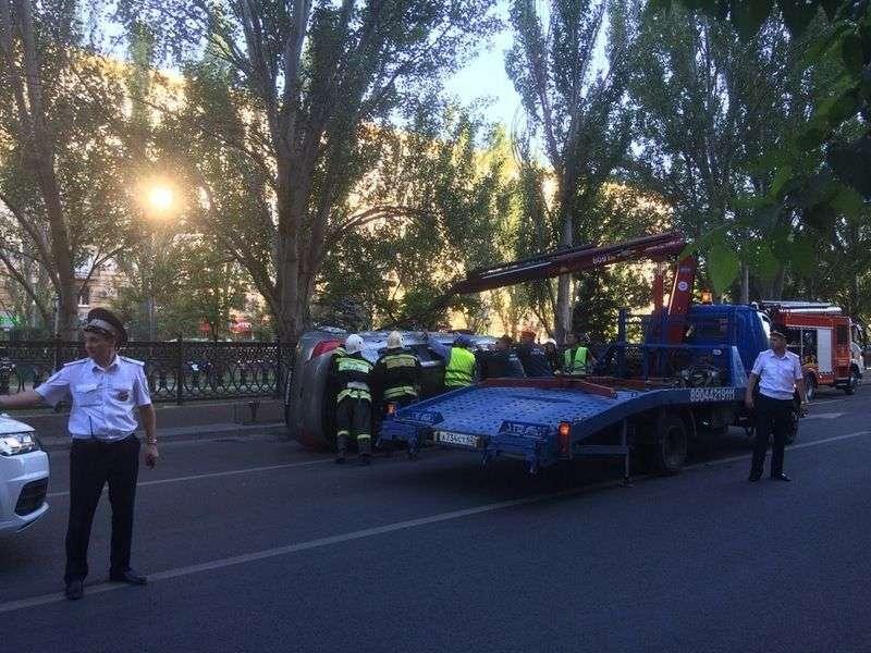 На проспекте Ленина перевернулась иномарка