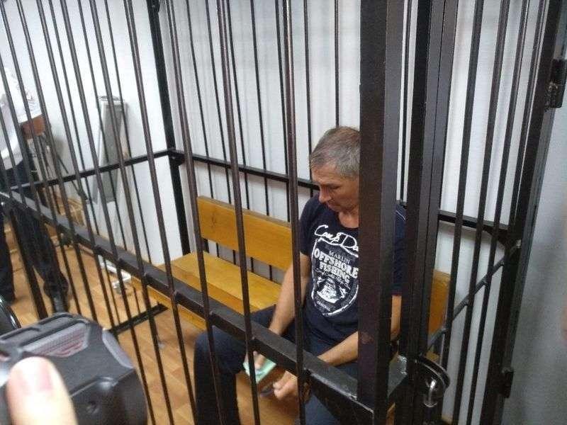 Волгоградцы требуют снять обвинения с Леонида Жданова